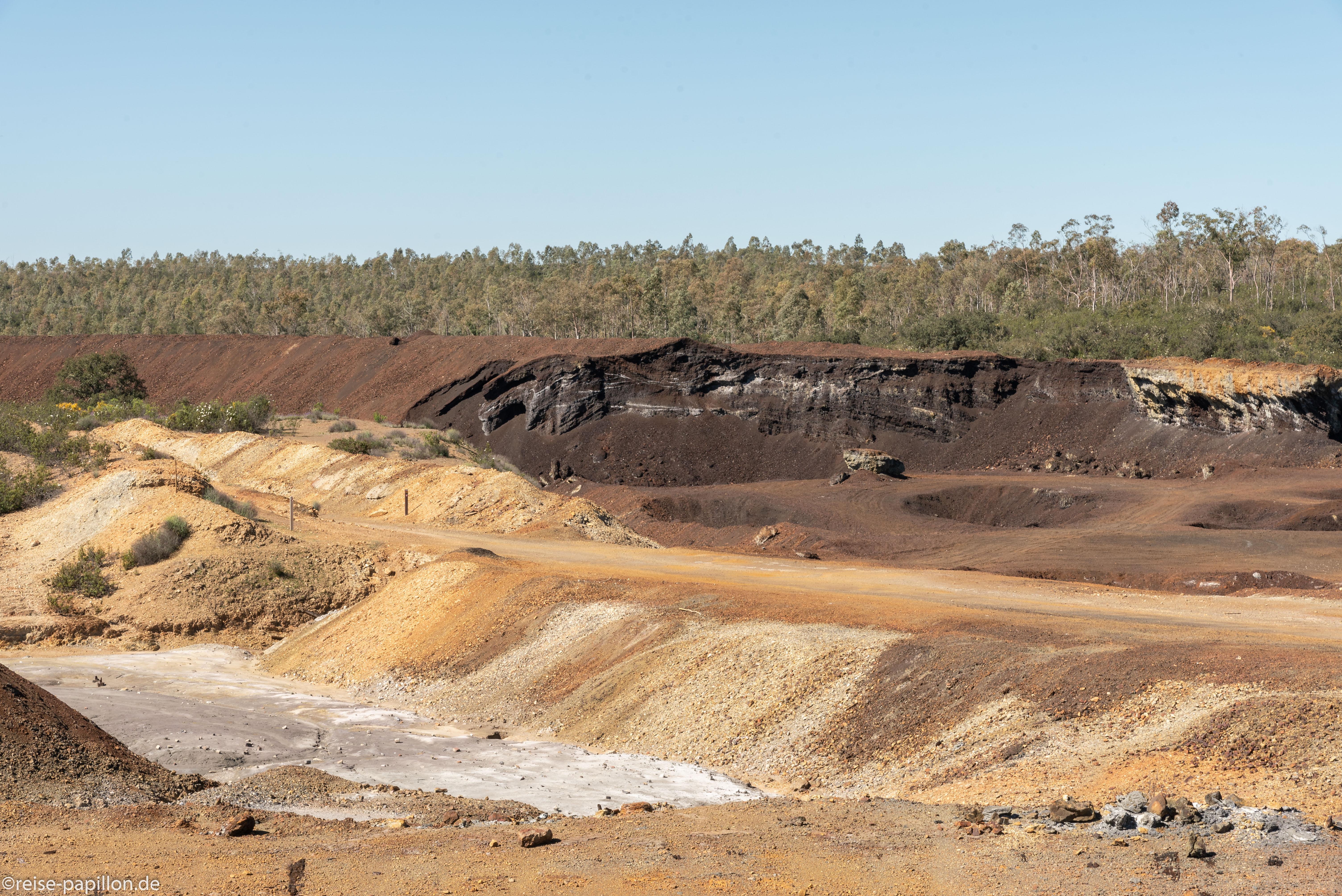 Aufgegebene Kupfermine Sao Domingos - Abraumhalde