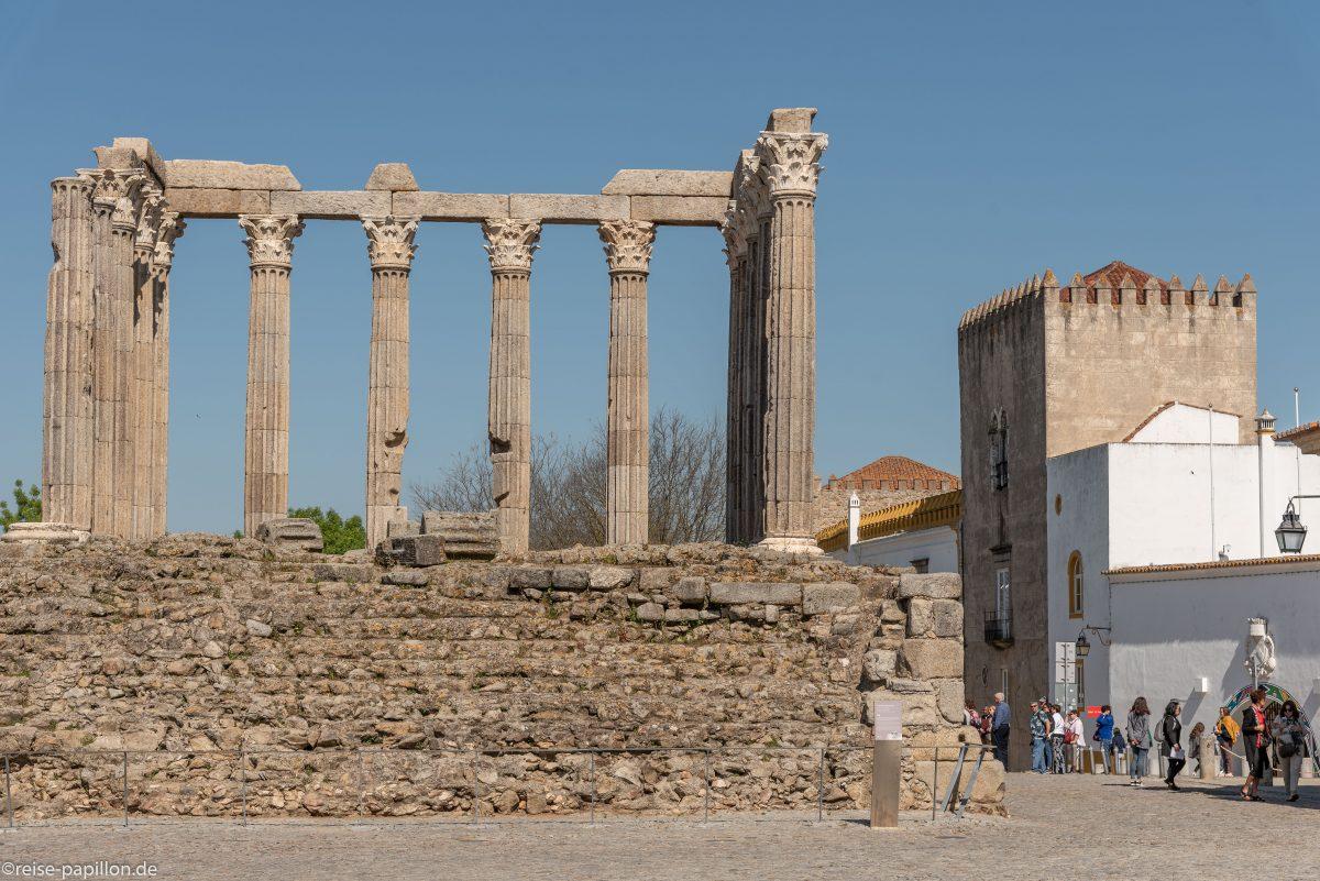 Der römische Tempel in Evora